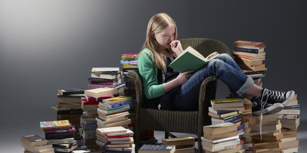 o-READING-PILE-OF-BOOKS-facebook.jpg (2000×1000)